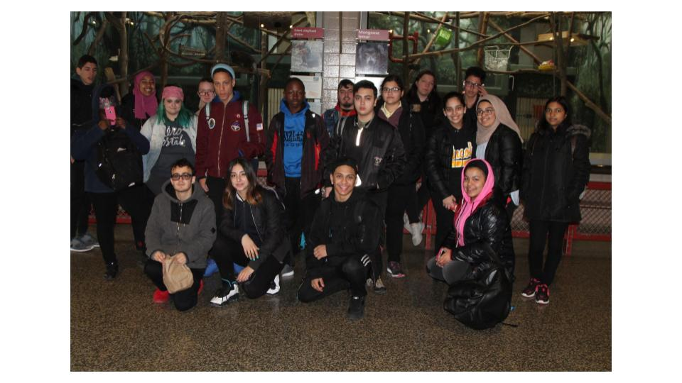 Students visit zoo to learn about Panamanian Tree Frogs
